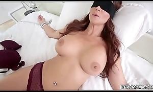 Sexy MILF Syren De Mer gives an epic blowjob