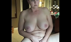 Hawt milf amuse herself while obeying porn