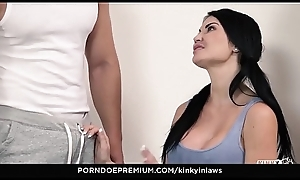 KINKY INLAWS - Hot Jasmine Jae enjoys deleterious lesbian sex with stepdaughter