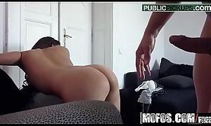 (Cindy Loarn) - Hot Brunette Sucks Dick - Public Players Ups