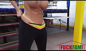 Richelle Ryan In Well-endowed Spoil Goes Boxing