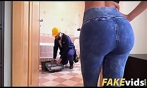 Canela Skin, Deceitful Sanie In Hammer away Return Of Fake Handyman