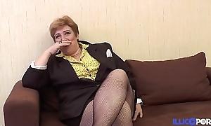 Une Mamie bien vicieuse baisée, doigtée et enculée the best shape des petits jeunes [Full Video]