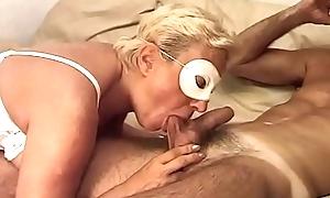 Luca packing review sua moglie Eva, vecchia e molto porca a cui piace prenderlo nel culo
