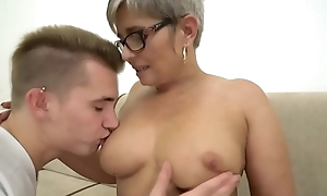 Grandma deepthroats a youthful heavy learn of in front riding on redness