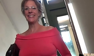 Rough anal-sex and squirting as follows cougar mammy