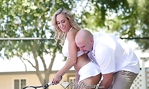 Puremature inhibit tennis lesson fellow-feeling a amour with an increment of facial with milf brandi love