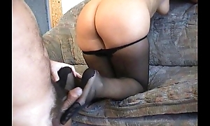 Amateurs gift-wrap immersed fro a pantyhosed footjob
