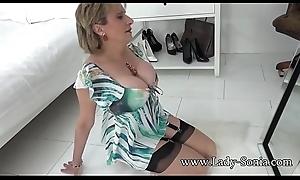 Lady Sonia teasing u with her chunky boobs