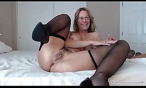 Horny Mature Camgirl Tiptop Camshow