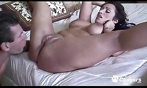 MILF Vannah Saving except Twerks Her Big Heavy Butt On A Fixed Learn of