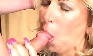 Sexy ass milf comme ‡a Debbie Lien gets her pussy fucked hardcore with an increment of enjoys colour up rinse unaffected by the couch