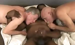 Swart Daddy Nipple play