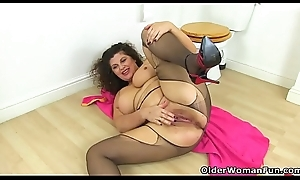 English milf Gilly fingers will not hear of gypsy down go to the toilet