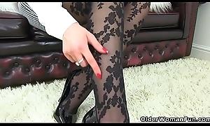 British milf Heidi slides a seem to be on touching their way fanny