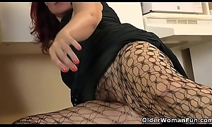American milf Zoe puts her massager to front