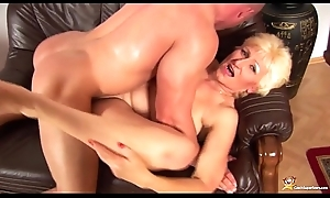 busty mom fisted away from her chippie