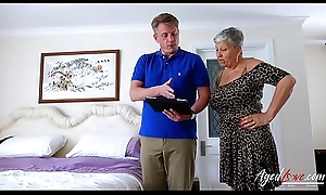 AgedLovE Mature Savana Drilled at hand Marc Kaye