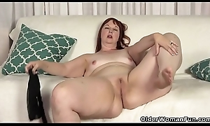 USA milf Scarlett shows us the brush nyloned fro hips and more