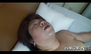 Milf sweetheart strokes with an increment of fondles the brush juicy cunt on cam