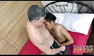 Daddy barebacking and cumming atop Asian'_s twink feet